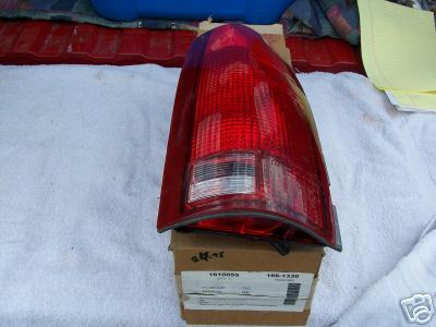 1988-2000 GMC/ YUKON R/S TAIL LIGHT