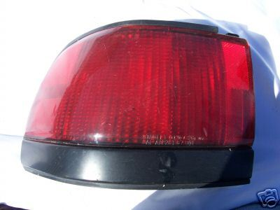 1991-1993 TRACER LEFTSIDE TAIL LIGHT