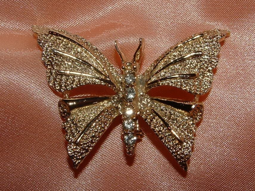 Primary image for GORGOEUS GOLD TONE / RHINESTONE BUTTERFLY BROOCH