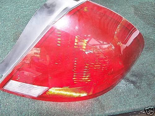 2000-2003 taurus right side taillight assembly