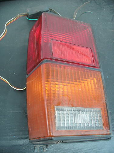 84-96 cherokee left (drivers) side taillight assembly
