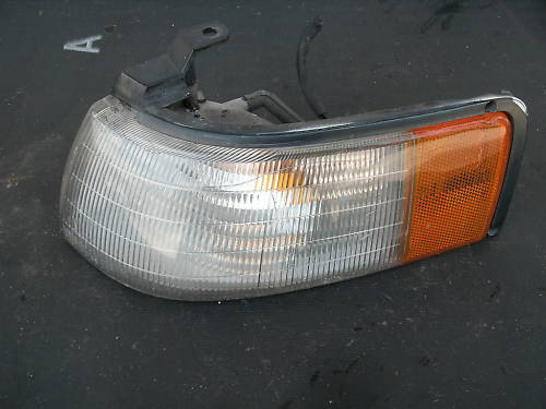 88-92 mazda 626 left side parklamp/side marker light