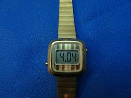 VINTAGE 1970'S ESA SWISS QUARTZ LCD SQUARE LADIES WATCH RUNS - $129.00