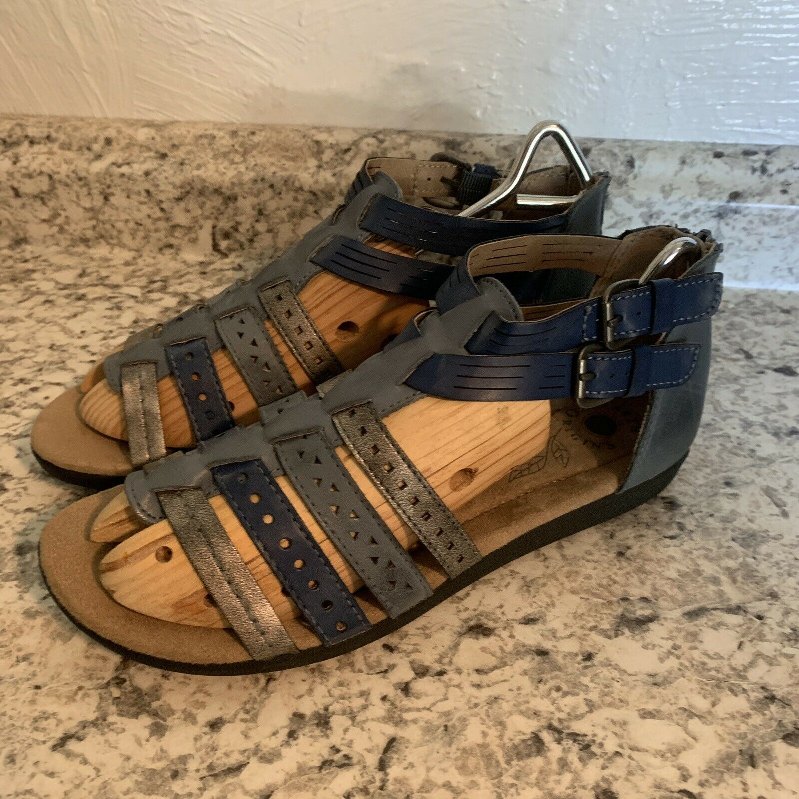 Primary image for EARTH Origins Harlin Sandals blue metallic gladiator shoes womens 10