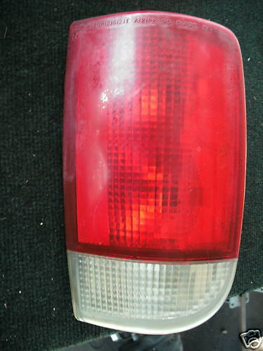 95-05 blazer right side taillight assembly