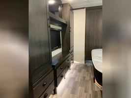 2020 REDWOOD 3951MB FOR SALE IN Spring Branch, TX 78070 image 10