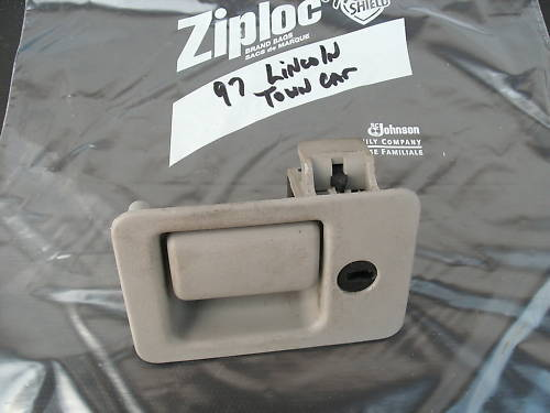 95-97 glove box latch assembly