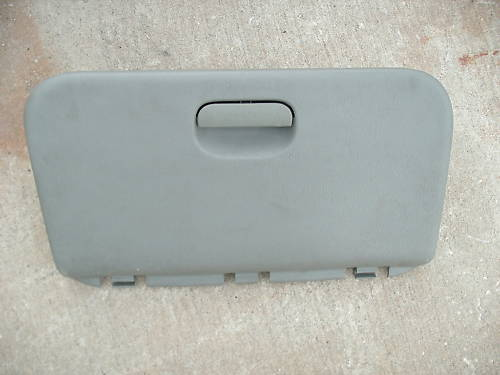 96-00 voyager/caravan glove box assembly
