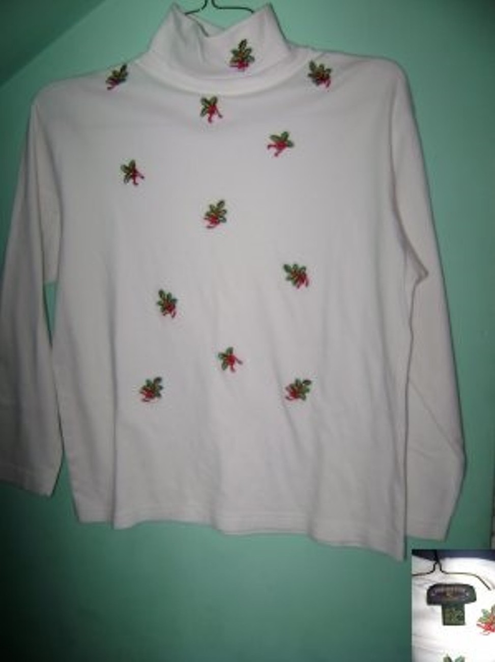 Primary image for  	 Beautiful White Holiday Holly Turtleneck Ladies SzM NEW