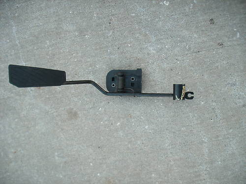 97-01 escort good used gas pedal assembly