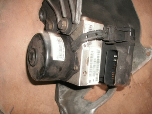 98-00 caravan/voyager abs pump assembly P04721427AE