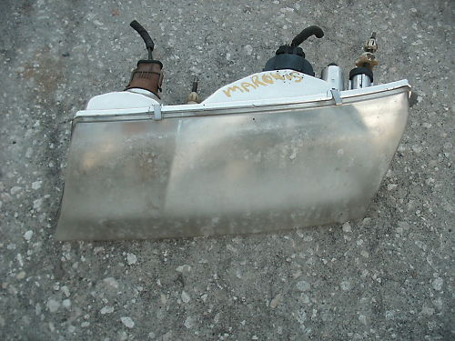 98-02 grand marquis left (drivers) side hadlight assemb
