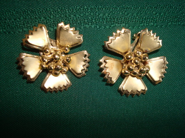 Primary image for Vintage Gold-tone Flower Clip Earrings