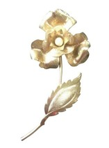 Vintage Gold Toned Costume Jewelry Floral Design Flower Brooch Pin Ladies - $17.82