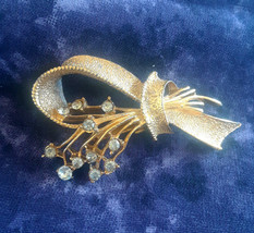 Vintage Clear Rhinestone Flower Spray on Textured Gold Tone Ribbon Brooch - $12.00