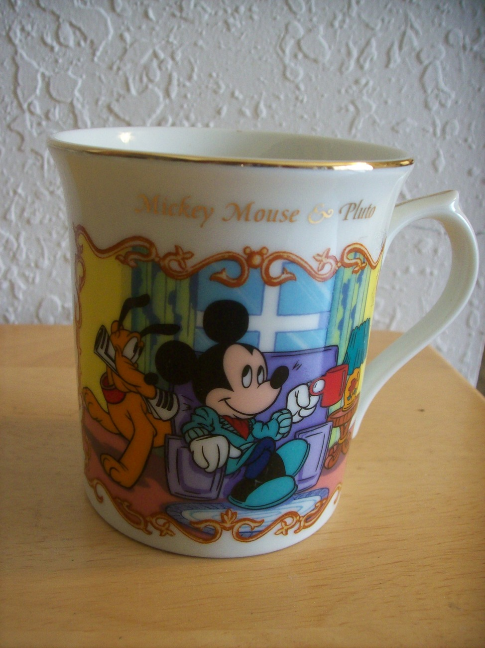 """1999 Lenox Disney """"Mickey Mouse and Pluto"""" Coffee Cup"""