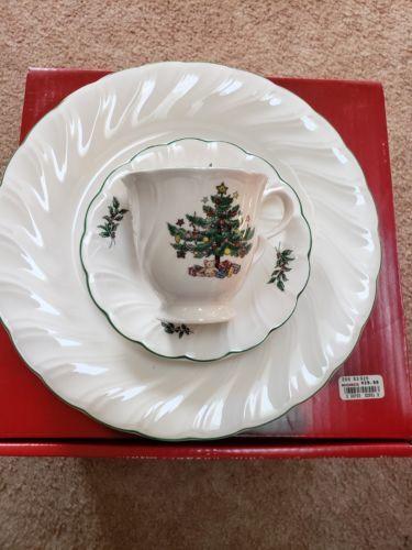 2 NIKKO JAPAN HAPPY HOLIDAYS CHRISTMAS TREE 3PC DINNERWARE SETS PLATE CUP SAUCER