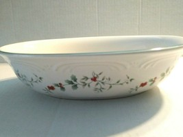 """Pfaltzgraff WINTERBERRY 10"""" x 7.5"""" Oval Serving Bowl Vegetable Holly & Berry - $15.83"""
