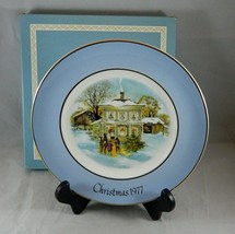 Avon Christmas Plate 1977 Series Fifth Edition Carolers in the Snow Wedg... - $10.18