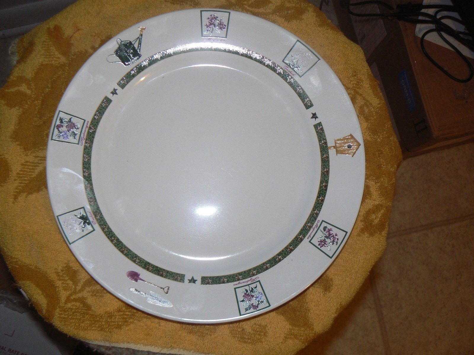 Primary image for Royal Norfolk RNF11A dinner plate 5 available