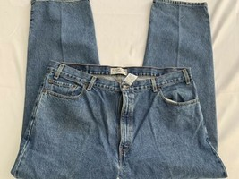 Mens 42x30 Levi Signature Relaxed Blue Straight Denim Jeans - $14.96