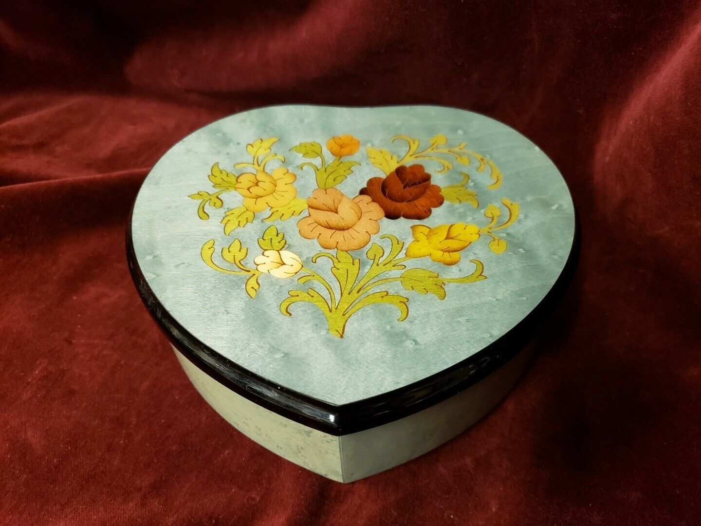 REUGE Music Box No 6231 The Music of the Night Made in Italy Heart Shaped Box