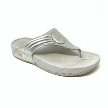 Fitflop Flipflops Size 9 White and Silver Thong Sandal - $24.19