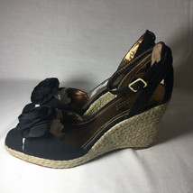 Ellen Tracy Rose Front Open Toes Heels With Strap Black And Tan Gently Used - $14.75