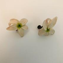 Vintage Plastic Tropical Flower Floral screwback Earrings J6456 - $9.49