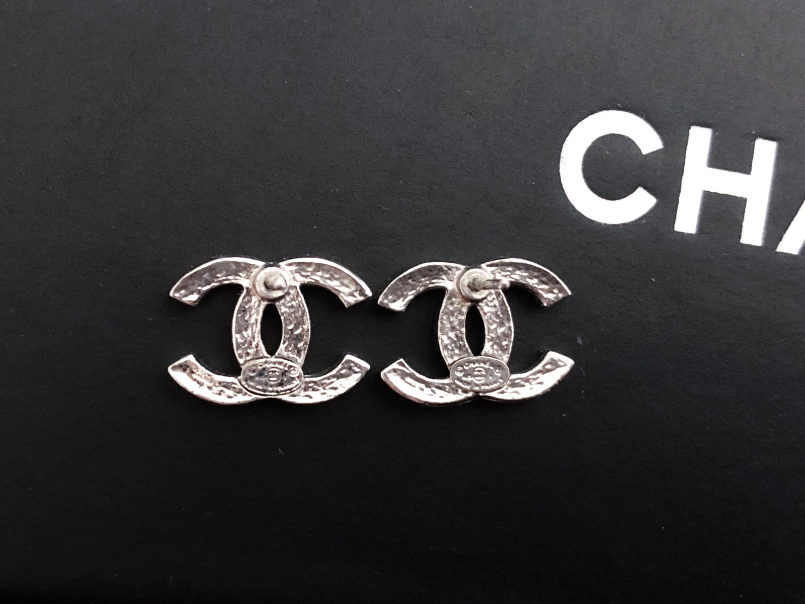 dacbdc032 AUTHENTIC CHANEL Classic Strass Crystal CC Logo Stud Earrings Silver