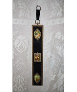 VINTAGE FRENCH COURTING COUPLE PORCELAIN CAMEOS ON VELVET & WOOD WALL HA... - $19.79
