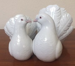 Lladro Couple White Doves Love Birds Kissing Porcelain Figurine Spain - $53.81