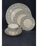 Royal Doulton Qeensbury 5 pc. Place Setting Bone China Blue White Leaves - $39.95