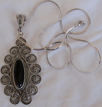 Classic rhombus onyx pendant