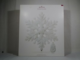 2018 Hallmark Keepsake Stunning Snowflake Christmas Tree Topper Light Sound - $49.49