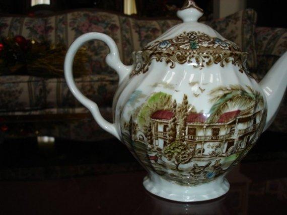Vintage Heritage Hall Teapot