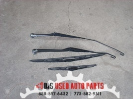 2011 2012 2013 NISSAN JUKE RIGHT AND LEFT WIPER ARMS WITH BLADES