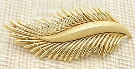 TRIFARI Signed Gold Tone Abstract Modern Leaf Brooch Pin Vintage - $19.80