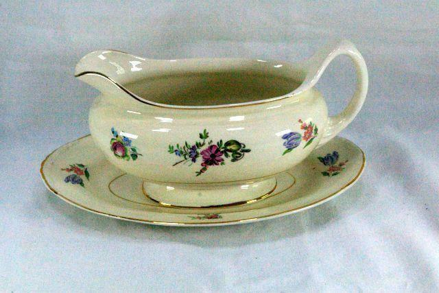 Household Institute Homer Laughlin Priscilla Gravy Boat With Under Plate N1639