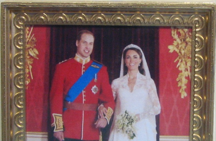 DOLLHOUSE Royal Wedding Formal Portrait Jacquelines 9969 Wills Kate Miniature
