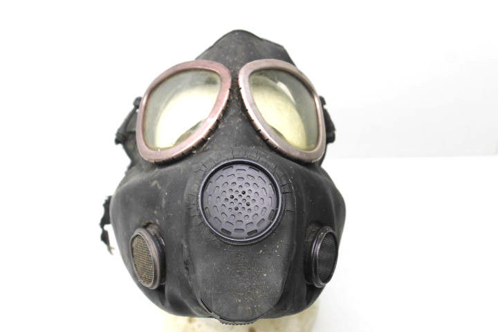 Vintage U.S. Army Military Surpus Rubber Gas Mask Respirator Viet Nam War Era