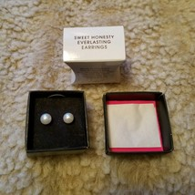 Avon Sweet Honesty Everlasting Earrings Faux Pearl Studs Graduation Wedding Prom - $9.99