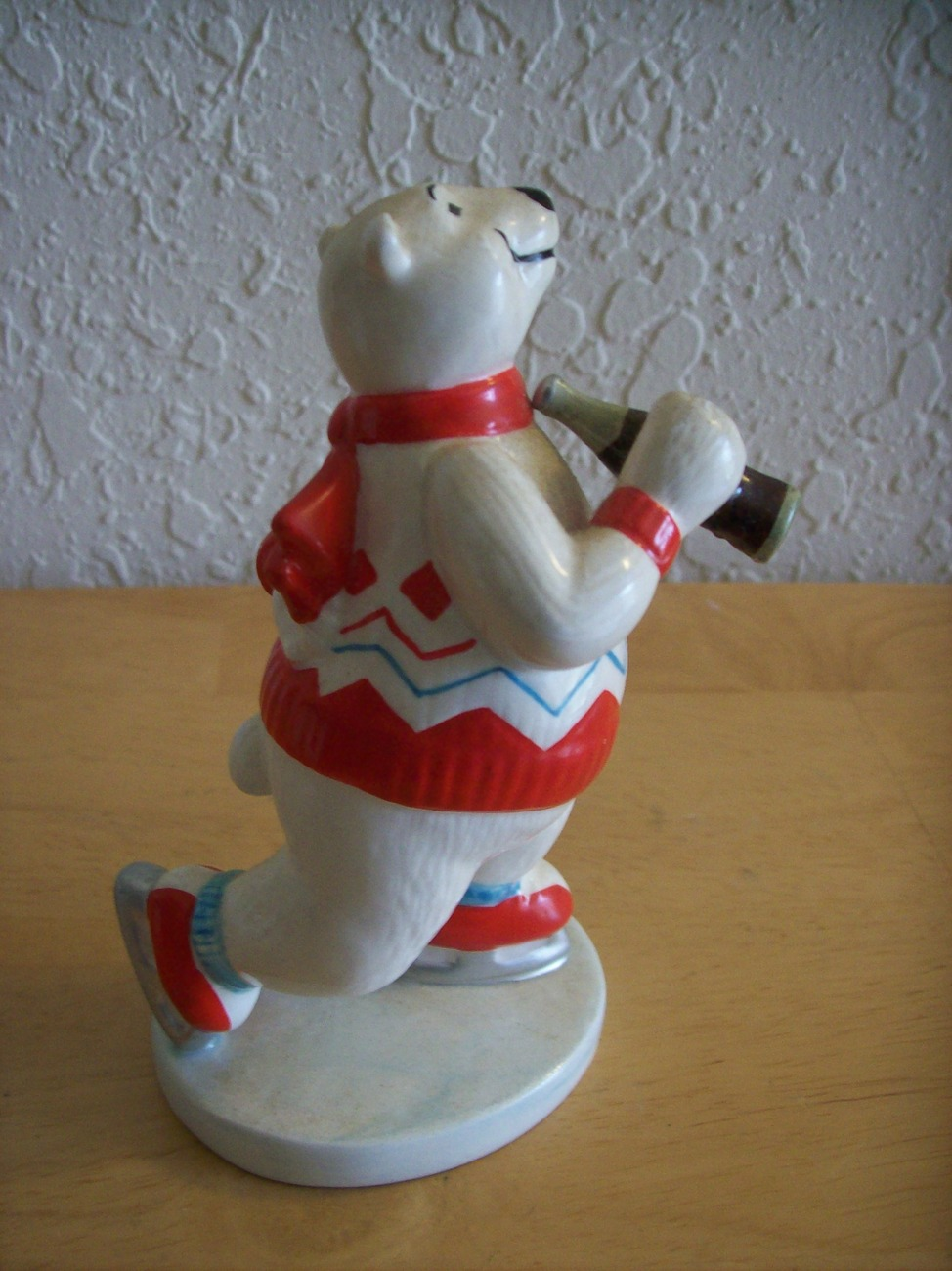 1995 Coca Cola Polar Bear Skating Figurine  image 2