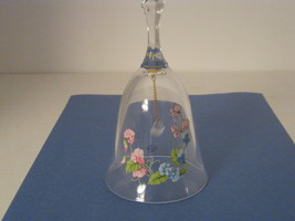 VINTAGE AVON 24% FULL LEAD CRYSTAL BELL WITH FLORAL ARRANGEMENT. - $12.95