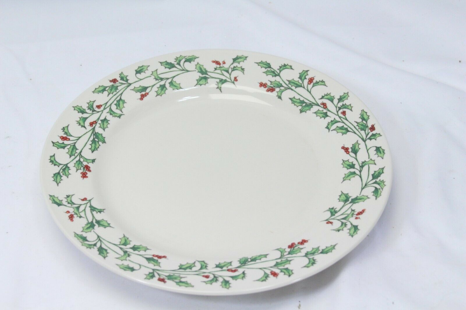 "Holly Berry Dinner Plates Made in China 10.75"" Lot of 11"