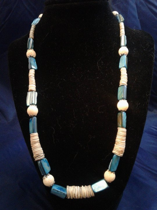 """22"""" Handmade Coral and Shell Beaded Necklace Z175"""