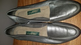 Easy Spirit Anti-Gravity Gold/Silver  Loafers Size 9 M Slip On's - $10.40