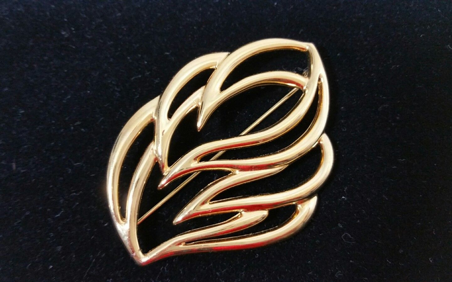 756189c5c47 S l1600. S l1600. Previous. Vintage Signed Designer Monet Gold Tone 2 5/16  Inch Abstract Leaf Brooch Pin