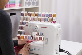 Maquina de coser portatil 7 puntadas corriente y pilas pedal costurera c... - $127.71