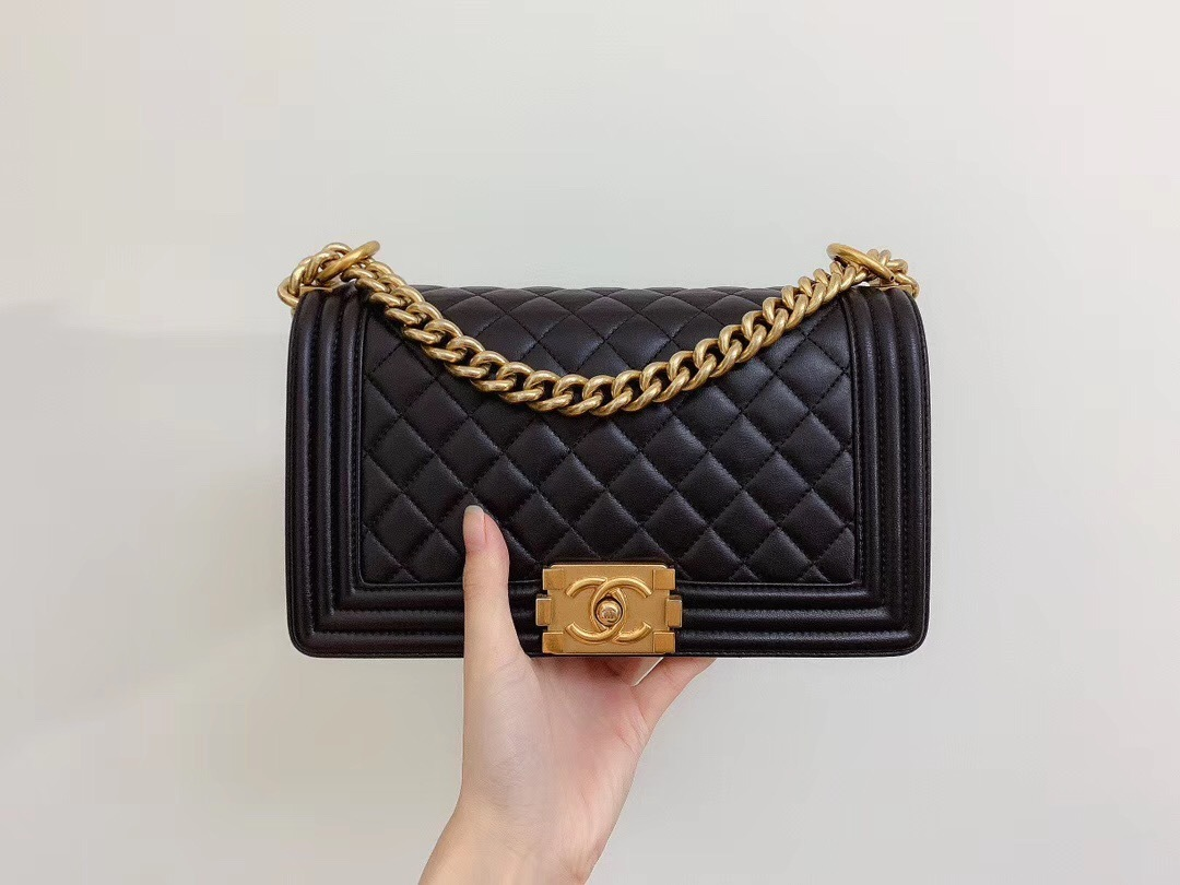 AUTHENTIC CHANEL LE BOY BLACK QUILTED LAMBSKIN MEDIUM FLAP BAG GHW